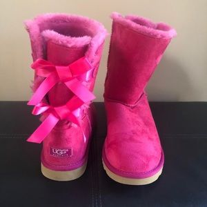 🎀Hot Pink Ugg's with bows🎀